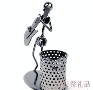 铜管乐队音乐人创意笔筒